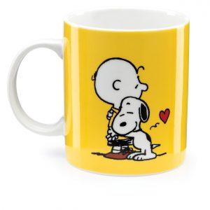 Caneca Snoopy e Charlie Brown abraço